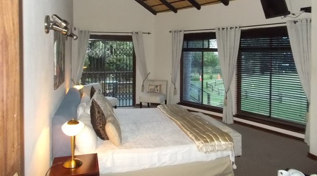 Bed Bushbuck Suite, The Rest Zebra Lodge